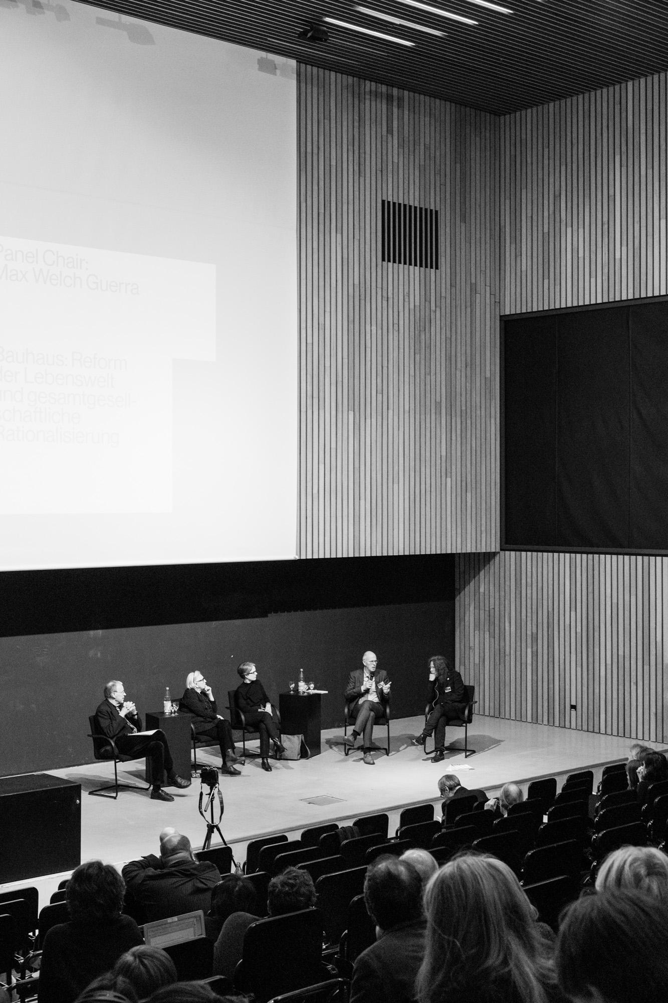 Diskussion Sektion 2. Fotografen: Samuel Solazzo, Jannis Uffrecht, Philipp Niemeyer